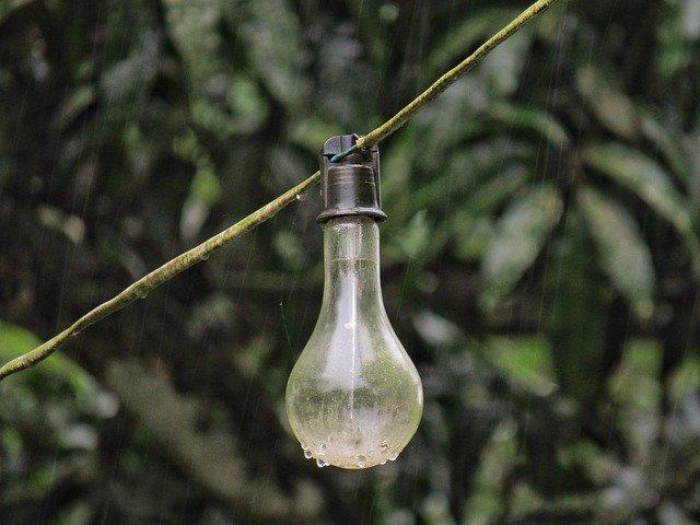 světlo déšť