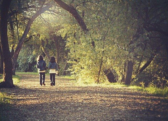 děti na procházce